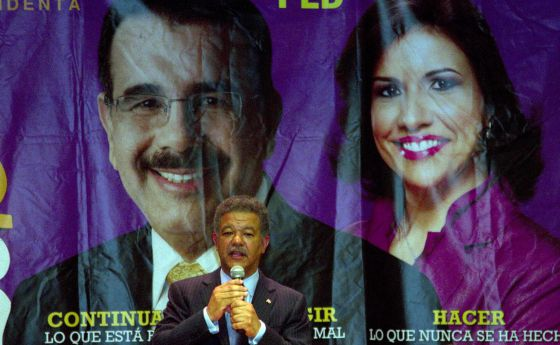 President Leonel Fernández speaks at a PLD rally In New York.