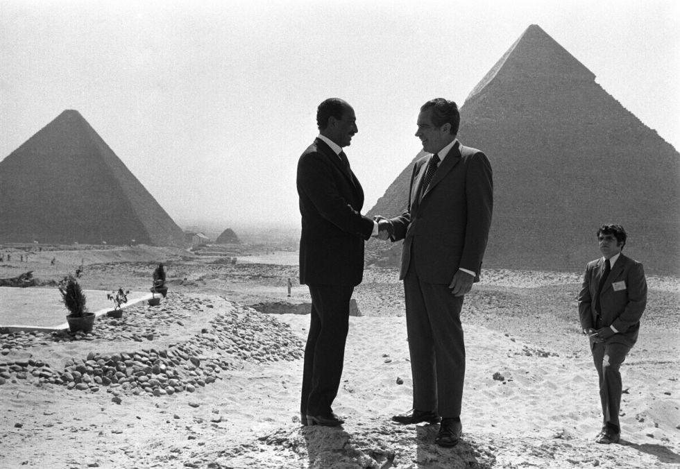 Tras abandonar Saigón, Horst Faas cubrió eventos como el encuentro entre el presidente egipcio Anwar Sadat y su homólogo estadounidense Richard Nixon al pie de las pirámides de Guiza, el 14 de junio de 1974.