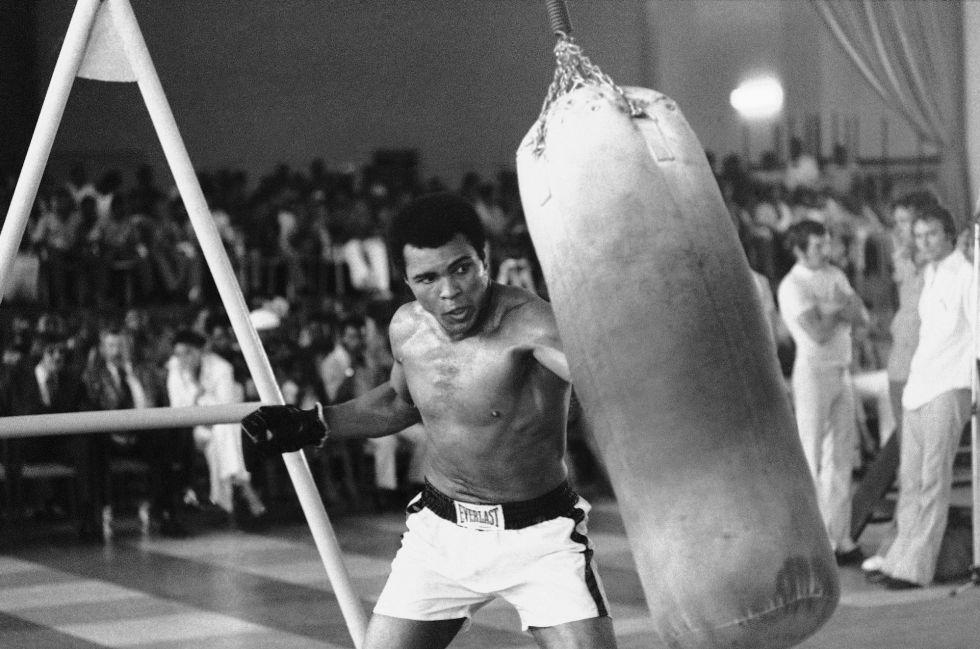 Muhamed Ali entrena en el Zaire para el combate contra George Foreman, en octubre de 1974.
