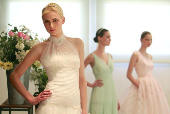 El supermodelo Andrej Pejic desfiló vestido de novia para Rosa Clará el pasado martes.