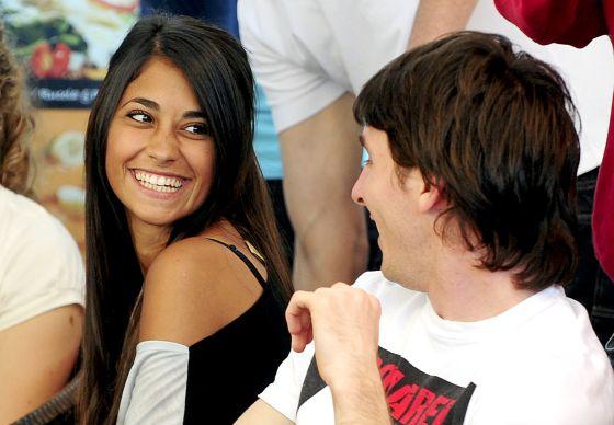 Leo Messi con su novia Antonella Roccuzzo, en 2010.