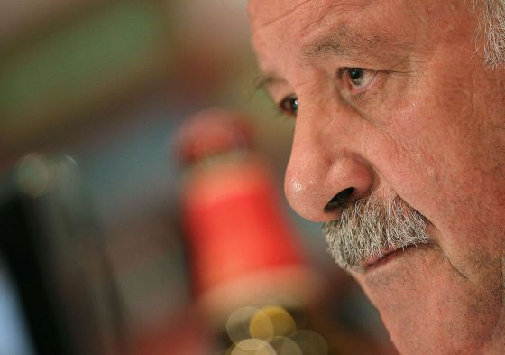 Spain's national coach Vicente Del Bosque looks on during a press conference after a training session in Schruns.