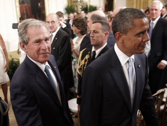 Bush y Obama, en la Casa Blanca, en la ceremonia de presentación del retrato del expresidente.
