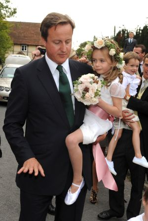 David Cameron con su hija Nancy, en 2009.
