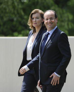 El presidente francés, François Hollande, y su pareja, Valérie Trierweiler, en la cumbre del G-8, en Washington, el pasado 18 de mayo. A pesar de no estar casados, ella fue tratada como una 'primera dama' más.