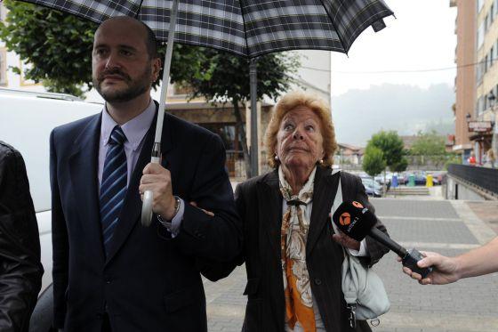 Menchu Alvarez del Valle, la abuela de la princesa Letizia, a su llegada al juzgado.