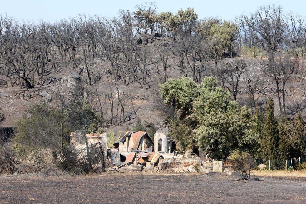 Viviendas destruidas por el incendio forestal del Empordˆ en Campmany (Girona), el 23 de julio.