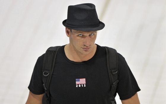 El estadounidense Ryan Lochte llega a la primera sesión de entrenamiento