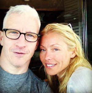 Anderson Cooper y Kelly Ripa en una foto tomada por el periodista.
