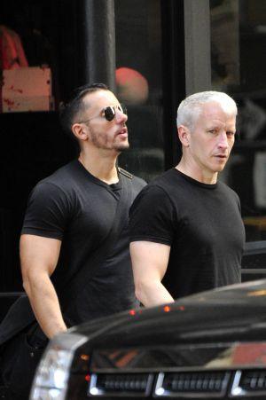 Anderson Cooper (derecha) con su novio Ben Maisani.