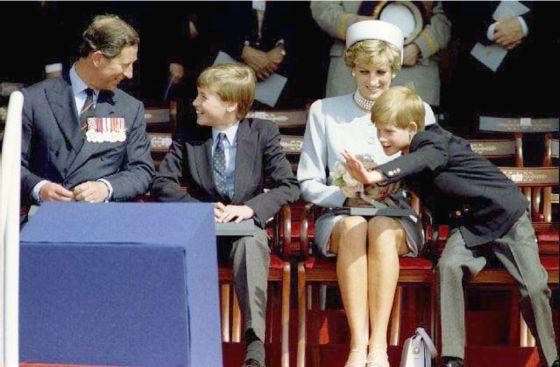 Harry, tercero en la línea sucesoria al trono de Inglaterra, ha cultivado desde pequeño una imagen mucho más rebelde que su hermano Guillermo.