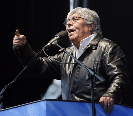 CGT union boss Hugo Moyano speaks during his re-election campaign