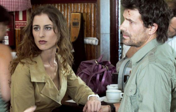 Actors Lara Grube and Rodolfo Sancho, in a scene from Antena 3 miniseries Historias robadas.
