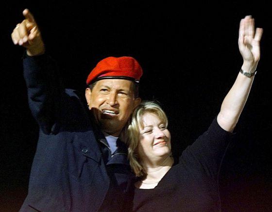 El presidente y su segunda esposa, Marisabel Rodríguez, en Caracas, en 2004, año en el que acabaron divorciándose.
