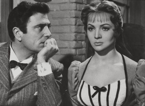 Vendiendo flores y enamorando aristócratas, Montiel se consolidó como 'sex symbol' hispano mundial con 'La violetera' (Luis César Amadori, 1958). Ya era la actriz mejor pagada de España.