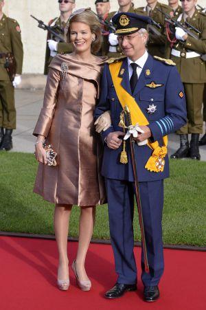 Los príncipes Felipe y Matilde de Bélgica a su llegada a la Catedral Nôtre-Dame para la boda del heredero del Gran Ducado de Luxemburgo.