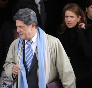 Trillo, en el Congreso, en diciembre. Detrás de él, la actual diputada del PP por Alicante Julieta de Micheo Carrillo-Albornoz, de 39 años, que tomó posesión de su escaño el pasado mayo en sustitución del ahora embajador.