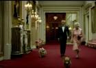 007 y el traje de la reina