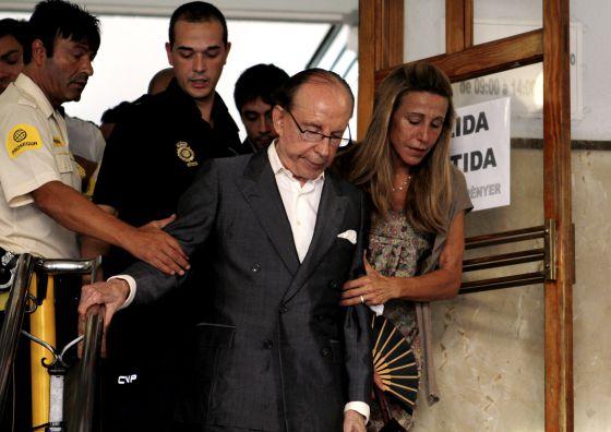 El empresario José María Ruiz-Mateos, asistiendo a un juicio en Palma de Mallorca junto a su hija Begoña.