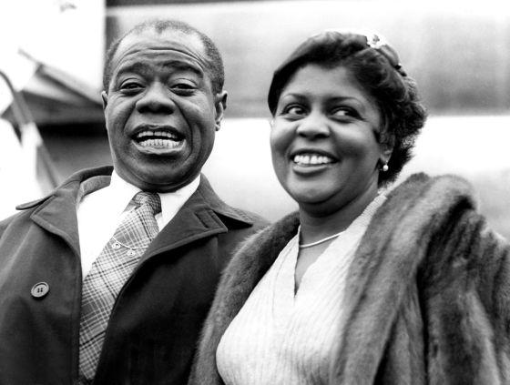 Louis Armstrong y su mujer, Lucille Armstrong, en abril de 1956.