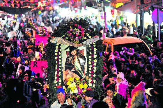 La vigilia y peregrinación a la basílica de Guadalupe celebradas el 11 de diciembre en Monterrey en memoria de Jenni Rivera.