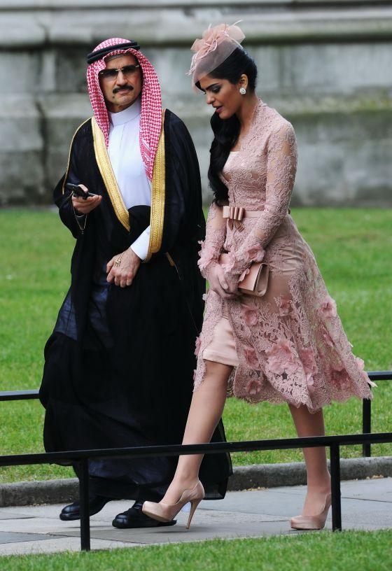 El príncipe Alwaleed bin Talal y su esposa, Ameerah al Taweel, en la boda del príncipe Guillermo y Catalina Middleton, en Londres, en 2011.