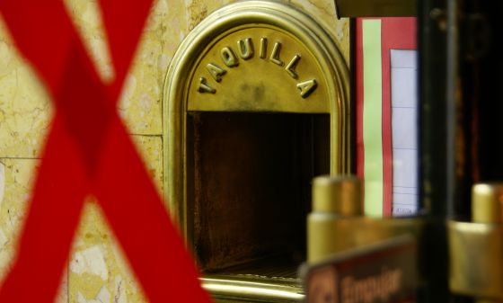 The ticket office maintains the feel of an old-time Madrid cinema experience.