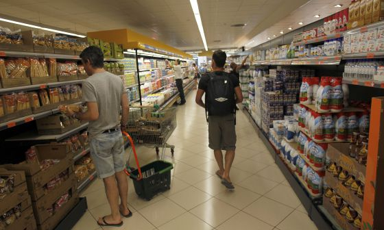 Customers shopping at one of retail giant Mercadona's busy supermarkets in the Valencia area.