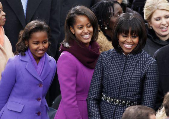 Michelle Obama, con sus dos hijas.