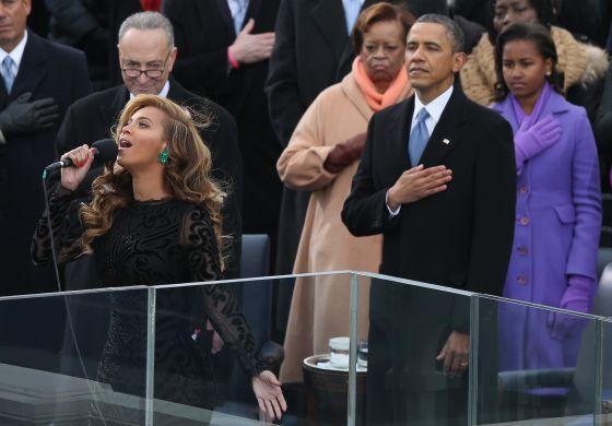 La cantante Beyoncé, durante su interpretación del Himno Nacional en la investidura de Barack Obama.