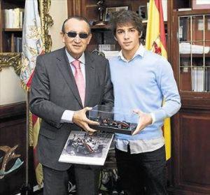 Then-Castellón provincial chief Carlos Fabra with Roberto Merhi in 2010.