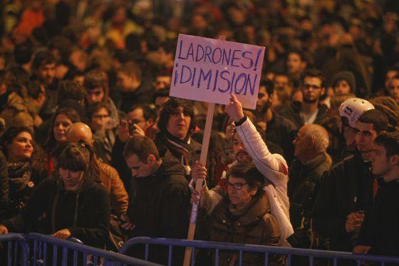 Manifestación, el pasado jueves, frente a la sede nacional del PP, en Madrid.