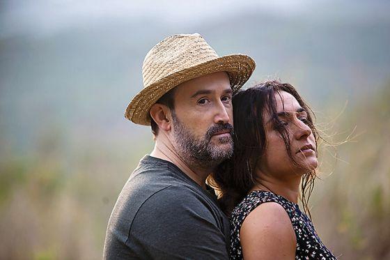Javier Cámara y Candela Peña en un fotograma de la película.