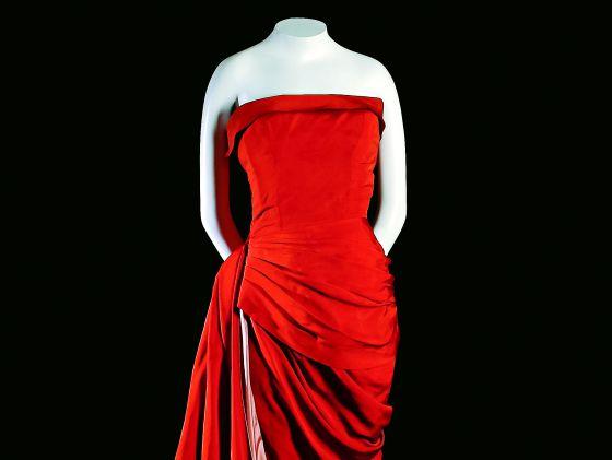 Vestido de seda de noche de Elsa Schiaparelli (1955).