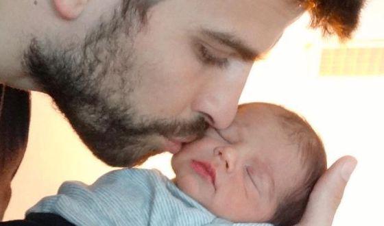 Gerard Piqué, con su hijo Milan.