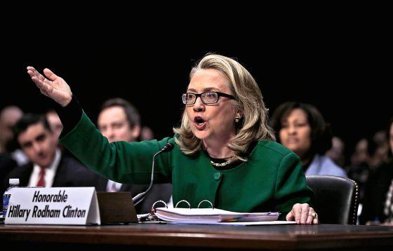 Hillary Clinton, durante su comparecencia antes las comisiones de Asuntos Exteriores del Senado sobre los sucesos del 11 de septiembre de 2012, que costaron la vida al embajador de EE UU en Libia.