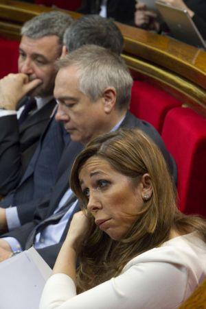 Alicia Sánchez-Camacho next to Socialist leader Pere Navarro in the Catalan parliament.