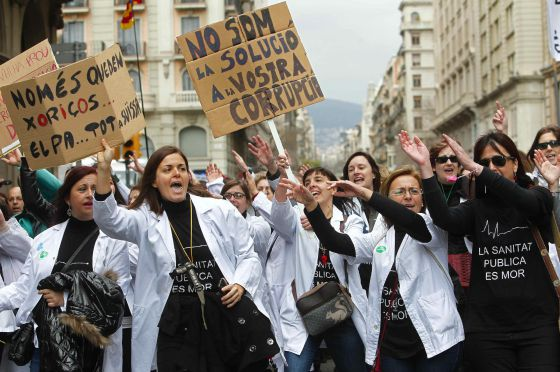 Protestors take to the streets to demonstrate against health cuts in Barcelona on Sunday.