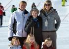 La familia real holandesa vuelve a esquiar un año después del accidente del príncipe Friso