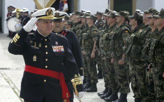 General Juan Chicharro Ortega (l).