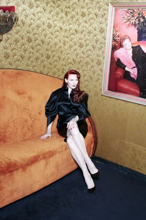 Blusa de Boudicca London, 'stilettos' Pigalle de Christian Louboutin ybrazaletes de la colección Paradise Found de Betony Vernon. Estilismo de Deborah Pereire