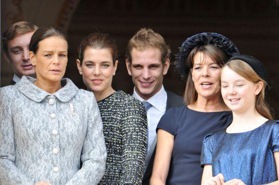 Carolina de Mónaco con sus cuatro hijos: Andrea, Carlota y Pierre Casiraghi, Alexandra de Hannover y con su hermana Estefanía.