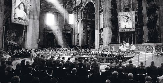 En la monumental basílica de San Pedro, el centro neurálgico de las ceremonias, se celebran las beatificaciones, como esta de 2005.