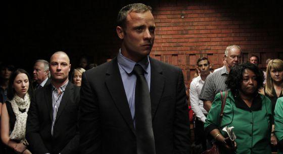 El hermano mayor de Pistorius, acusado de homicidio