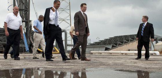 Musk visita con Obama las instalaciones de SpaceX.