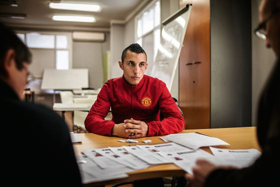Adrián Fernández, 22 años, en una entrevista de acceso a un curso para desempleados.