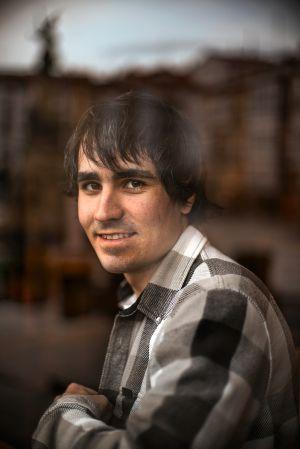 Mikel Bollain, arquitecto técnico de 24 años, retratado en Vitoria.