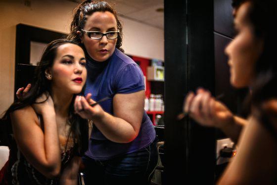 Alejandra Fernández Gil, 25 años. Aprovecha el tiempo en paro para hacerse maquilladora.