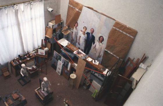 Antonio López's studio in 2011 with the royal portrait on display. The image is from the book Antonio López, pintura y escultura.