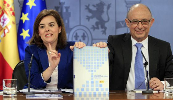 Deputy Prime Minister Soraya Sáenz de Santamaría and Finance Minister Cristóbal Montoro on Friday.